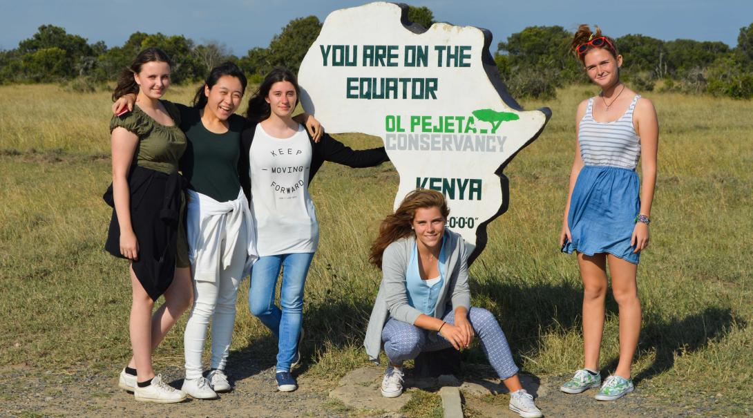 A group of teenage volunteers explore Kenya in a weekend trip during their medical internship with Projects Abroad.